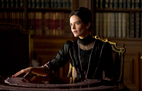 Penny Dreadful (Season 1) Pictured: Eva Green as Vanessa Photo Credit: Patrick Redmond/Showtime © 2013 Showtime Networks Inc.